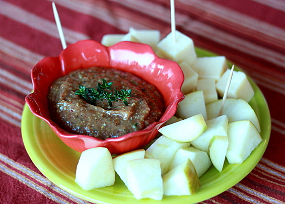 Apple butter mustard dip with sharp cheddar cubes and apple wedges | Kitchen Treaty