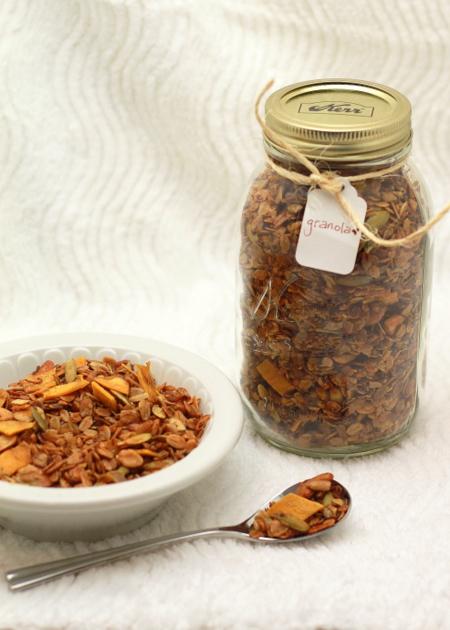 Homemade granola | Kitchen Treaty
