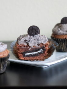 Cookies & Cream Cupcakes | Kitchen Treaty