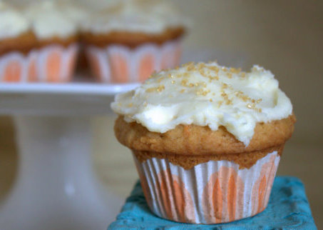 Carrot Cupcakes with Cream Cheese Frosting | Kitchen Treaty