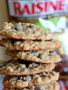 Dark chocolate Raisinet oatmeal cookies | Kitchen Treaty