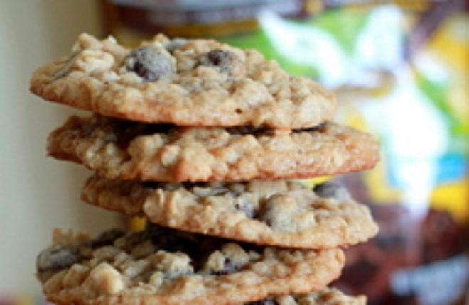 Dark chocolate Raisinet oatmeal cookies | Kitchen Treaty