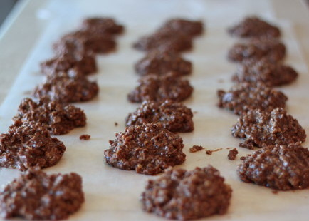 Classic no-bake cookies | Kitchen Treaty