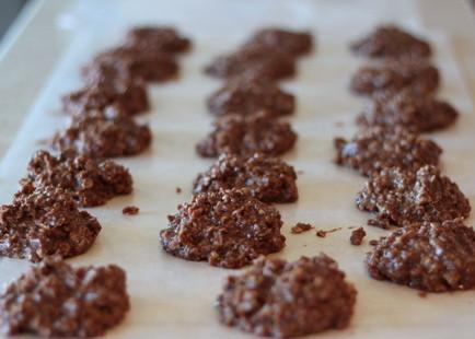 Classic no-bake cookies | Kitchen Treaty
