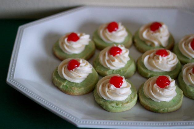 Shamrock shake shortbread cookies | Kitchen Treaty