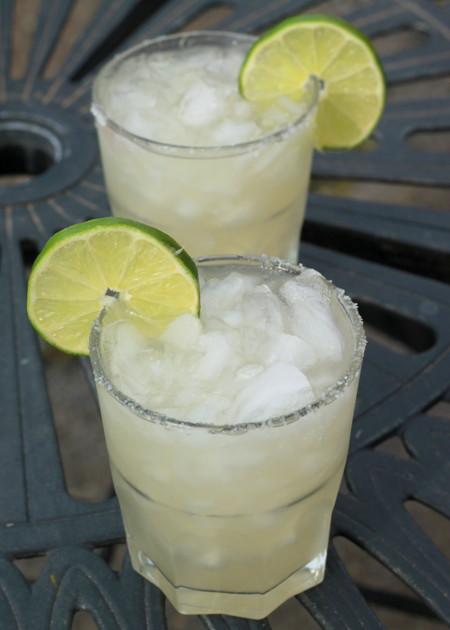 Fresh Lime Margaritas - Kitchen Treaty