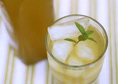 Ginger and lemongrass iced green tea | kitchentreaty.com