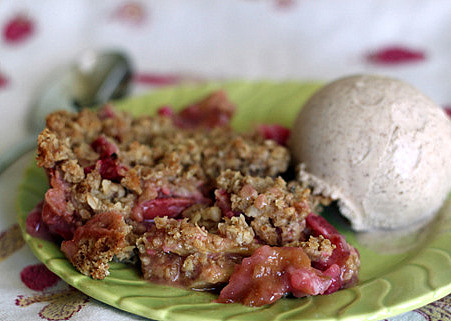 Rhubarb crisp with cinnamon ice cream | kitchentreaty.com