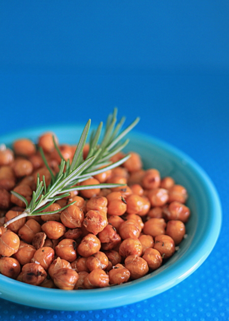 Rosemary & Sea Salt Roasted Chickpeas recipe - These roasted chickpeas are crunchy, salty, and oh-so addicting. They're also easy and healthy - pretty much a win all around.