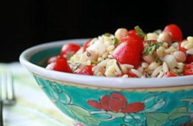 Orzo Salad with Chickpeas & Cherry Tomatoes - Kitchen Treaty