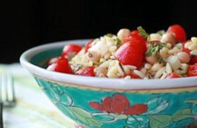 Orzo Salad with Chickpeas & Cherry Tomatoes | Kitchen Treaty