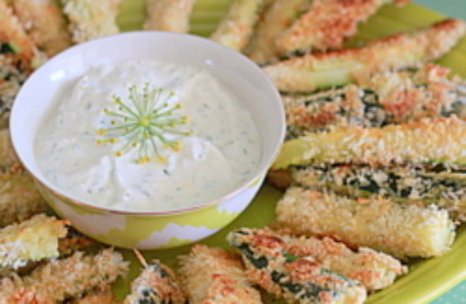 Spicy Baked Zucchini Fries with Greek Yogurt Dill Dip | Kitchen Treaty
