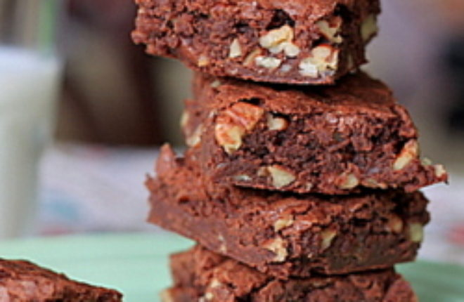 Ridiculously Easy One Bowl Brownies | Kitchen Treaty