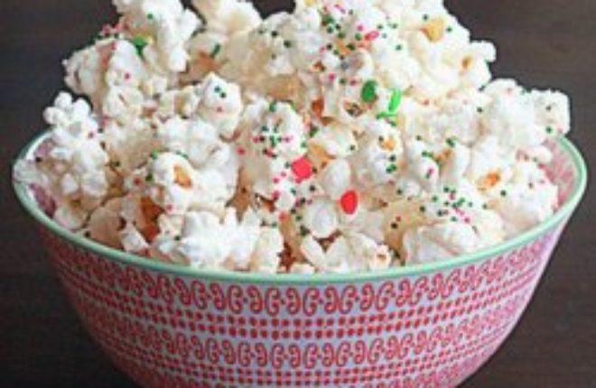Christmas party popcorn | Kitchen Treaty