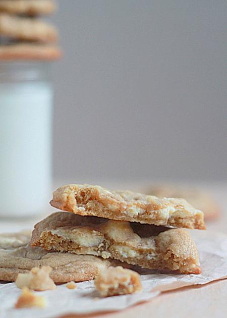 Soft & chewy white chocolate chunk macadamia nut cookies | Kitchen Treaty