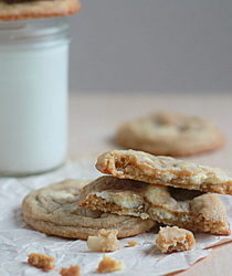 White chocolate chunk macadamia nut cookies | Kitchen Treaty