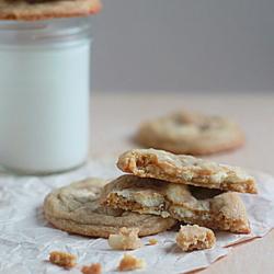White chocolate chunk macadamia nut cookies | Kitchen Treaty