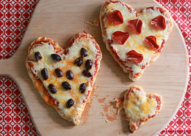 Grilled individual heart-shaped pizzas | Kitchen Treaty
