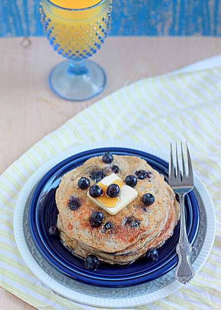Lemon blueberry yogurt pancakes | Kitchen Treaty