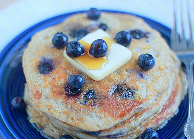 Lemon blueberry yogurt pancakes | Kitchen Treat