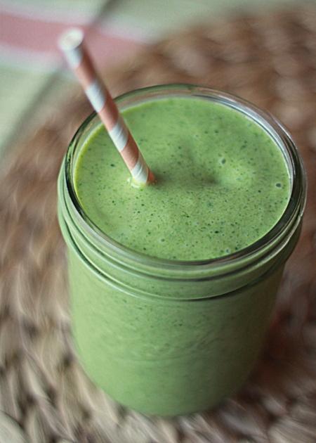 Vegan mango coconut green smoothie | Kitchen Treaty