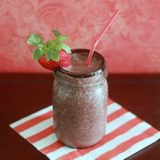 Chocolate strawberry smoothie | Kitchen Treaty