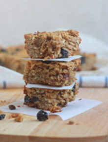 Thick and chewy blueberry sunflower seed granola bars | Kitchen Treaty