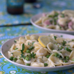 n pasta with peas and optional ham for the meat-eaters | Kitchen Treaty