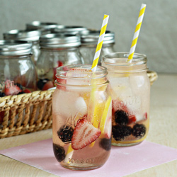 Individual white berry lemon sangria in a jar | Kitchen Treaty