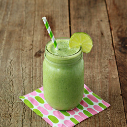 Vanilla lime green smoothie | Kitchen Treaty