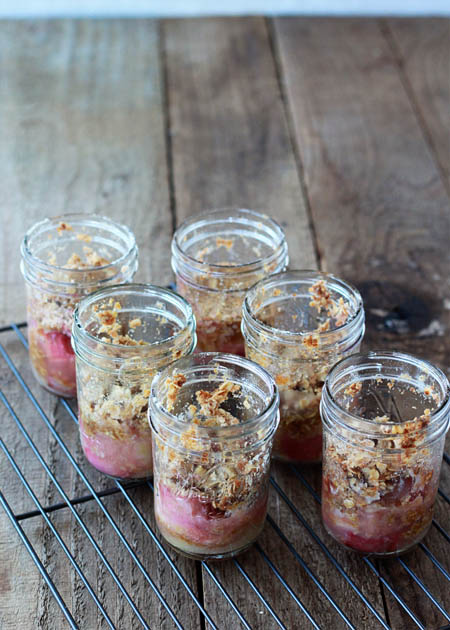 Rhubarb crisp in a jar | Kitchen Treaty