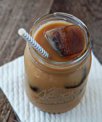 Vanilla iced coffee | Kitchen Treaty