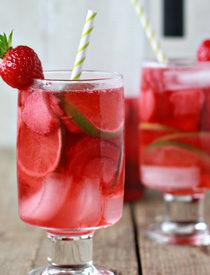 Strawberry Lime Rosé Sangria | Kitchen Treaty