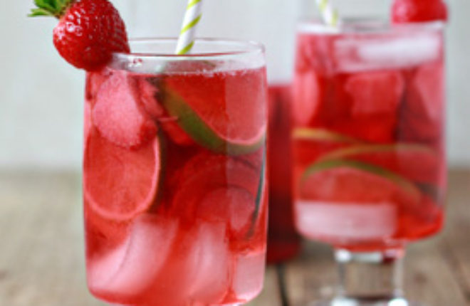Strawberry Lime Rosé Sangria | Kitchen Treaty