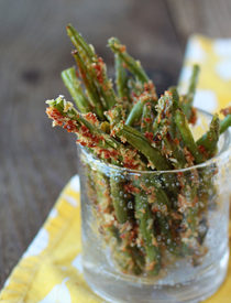 Parmesan and Panko Crusted Baked Green Bean Fries | Kitchen Treaty