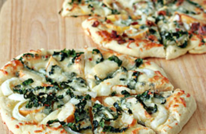 Gorgonzola, Kale, and Pear Pizza with Optional Bacon | Kitchen Treaty