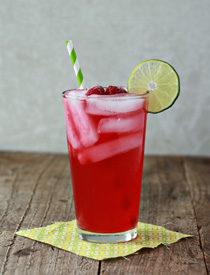 Iced Raspberry Green Tea Limeade | Kitchen Treaty