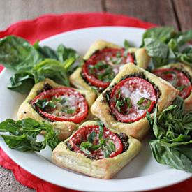 Tomato Pesto Tarts with Optional Prosciutto | Kitchen Treaty