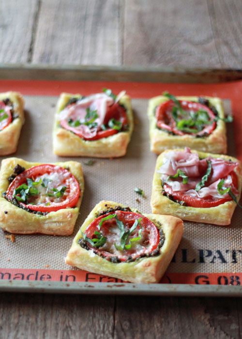 Tomato Pesto Tarts with Optional Prosciutto | Kitchen Treaty