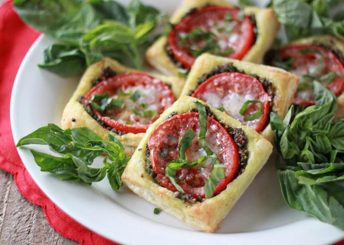 Easy Tomato Pesto Tarts (with optional prosciutto) - A one-dish-two ...