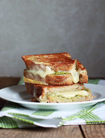 Artichoke Arugula Pesto Grilled Cheese | kitchentreaty.com