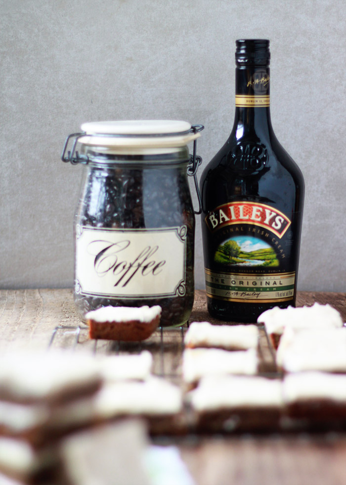 Baileys and Coffee Blondies | kitchentreaty.com