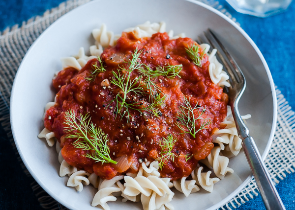 25 Easy & Hearty Vegetarian Slow Cooker Dinner Recipes | Slow Cooker Vegan Tomato Sauce with Fennel from Cafe Johnsonia