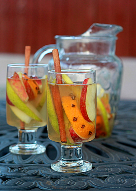 5 Festive Fall Sangria Recipes - White Autumn Spice Sangria