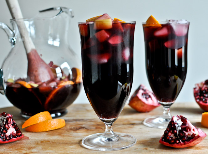 5 Festive Fall Sangria Recipes - Pomegranate Vanilla Sangria from How Sweet It Is