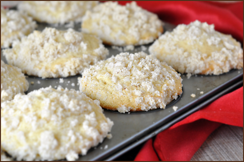5 Marvelous Muffins for Christmas Morning - Eggnog Muffins with Streusel Topping