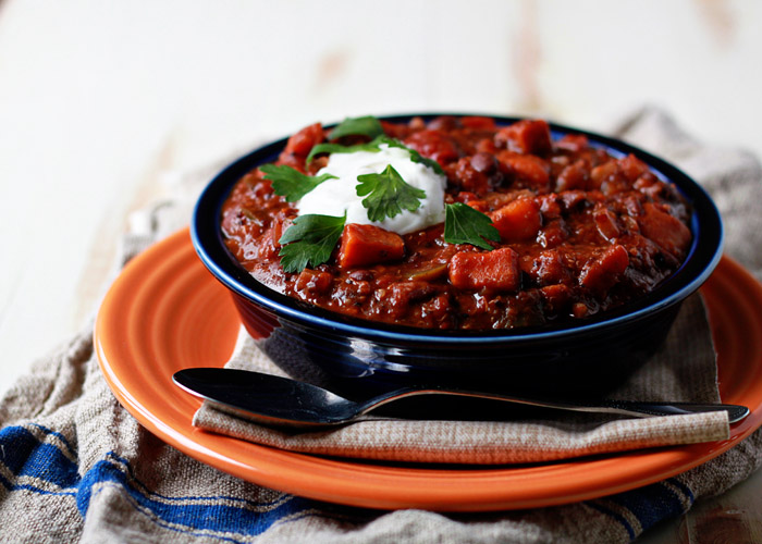 5 Vegan Recipes for Beginners, including this Crock Pot Quinoa, Sweet Potato, & Black Bean Chili