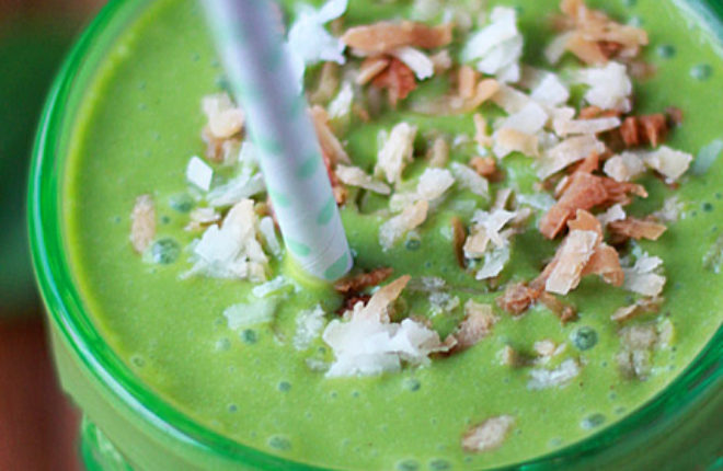 Toasted Coconut Green Smoothie - a creamy, dreamy, coconutty vegan smoothie