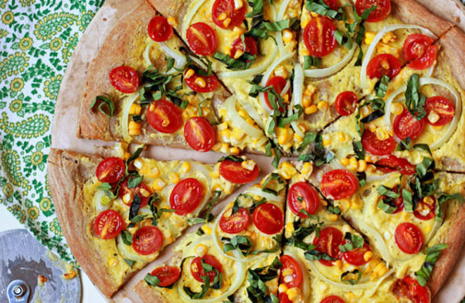 Vegan Summer Pizza with Sweet Corn, Tomatoes, and Basil - Pizza without cheese? Believe it or not, it can be utterly delicious! This seasonal summertime pizza is proof.