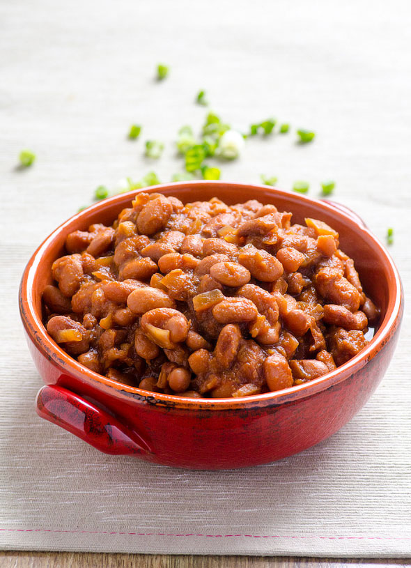15 Vegetarian and Vegan Baked Beans Recipes - like these Slow Cooker BBQ Baked Beans from @ifoodreal